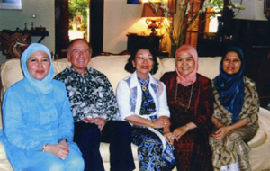 "Patticipants in a ""Faith and Gender"" dialogue in Jakarta, 2004, included (left to right): Juni Dmamaloeddin, author Theodore Friend, dialogue host Siti Nuraini Jatim, Sri Artaria and Ria Alisjabahana."